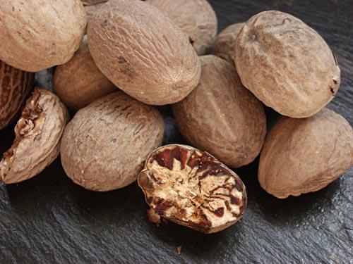 Мускатный орех полезно употреблять