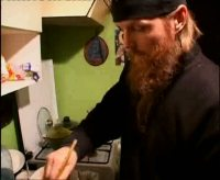 Видеорецепт бездрожжевого хлеба от православного монаха из российской глубинки.